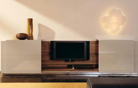 Speciální skříňku na schování televize vyrábí třeba Hülsta