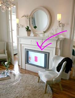 Vtipně umístěná je televize v nepoužívaném krbu. (emilymock.blogspot.com)
